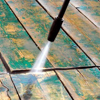 patio-wood-deck-presure-cleaning-dreamstime_xs_55636552