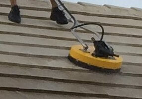 DIno Pressure Cleaning a Tile Roof